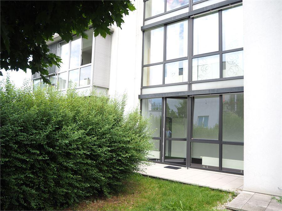Büro mit Terrasse und Garten