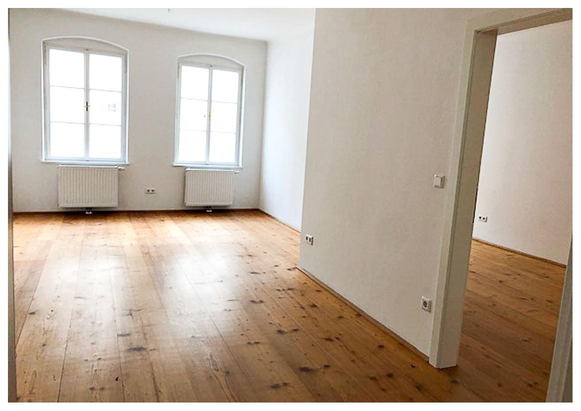 Wohnzimmer mit Zugang zum Schlafzimmer