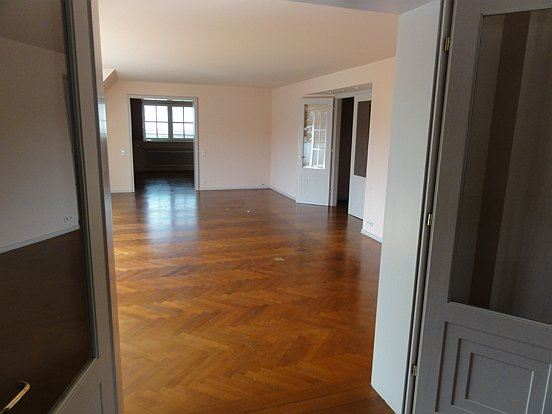 geraumige penthouse wohnung traumblick stadt