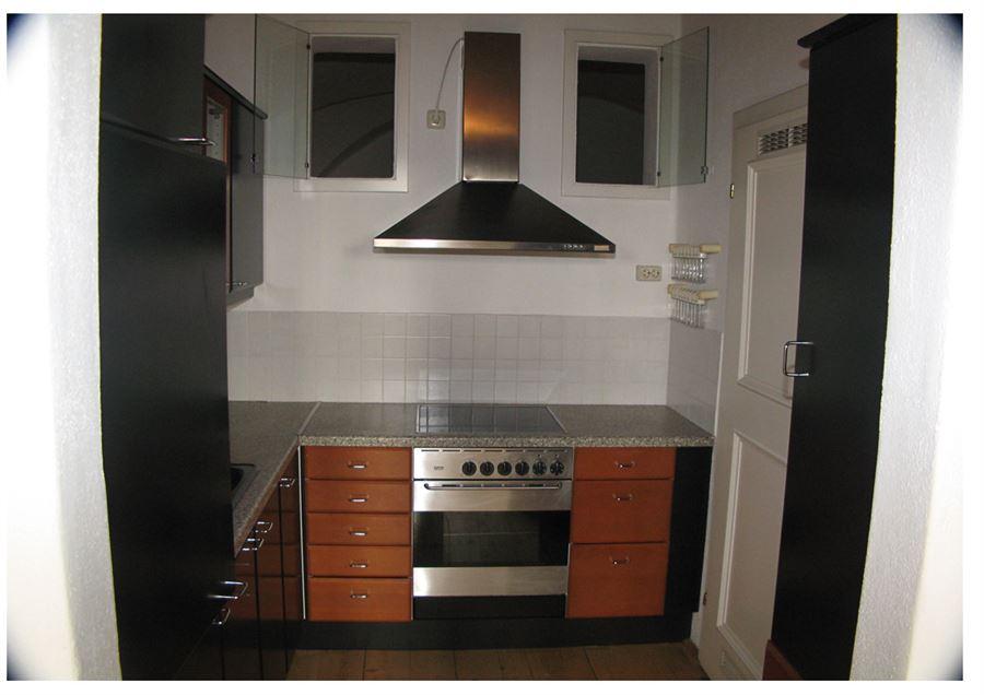 mitten in der altstadt salzburg 2 zimmer altbauwohnung beim mozartplatz. Black Bedroom Furniture Sets. Home Design Ideas